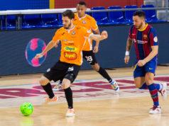 Un momento del encuentro entre FC Barcelona y Aspil-Jumpers Ribera Navarra FS