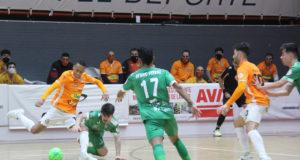 Un momento del partido entre Aspil-Jumpers Ribera Navarra FS y Club Deportivo Osasuna Magna Xota