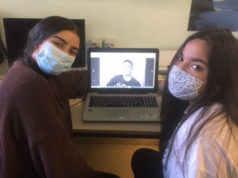 """Dos alumnas Erasmus del IES Alhama entrevistan a Ole Kassow, fundador de """"En bici sin edad"""""""
