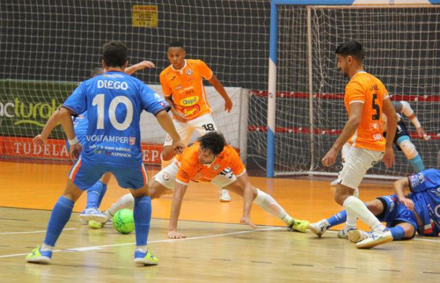 Un momento del partido entre el Ribera Navarra FS y el Full Energía Colo Colo