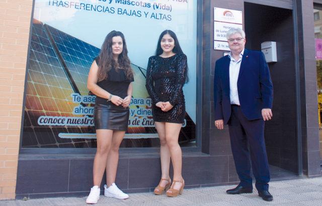 Rosa Gárate, departamento de seguros, Noelia Sarango, responsable de luz, y Miguel Ángel Borobia.