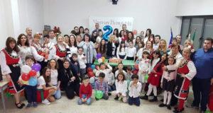 Los miembros de la comunidad educativa del Colegio Búlgaro de Tudela celebrando su segundo
