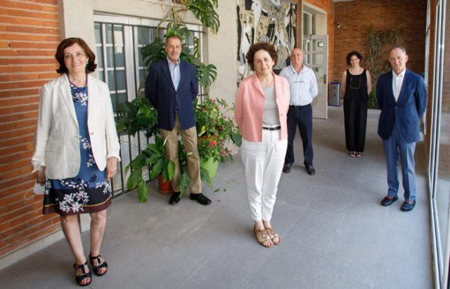 La consejera Maeztu junto a responsables del Balneario de Fitero