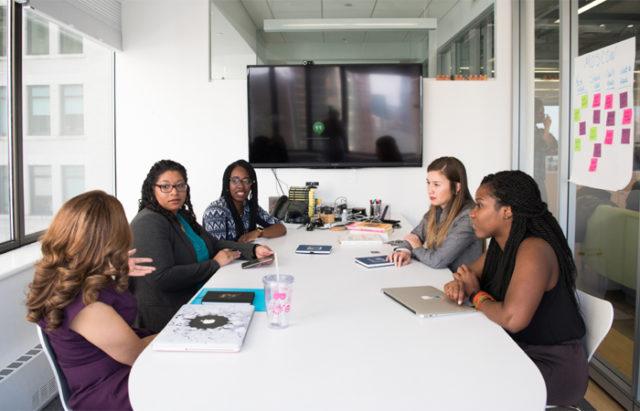 La Fundación Koine-Aequalitas pone en marcha el curso Mujeres-Polimantenedoras-falces