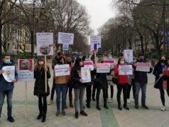 LAB, STEILAS, AFAPNA, ANPE, CCOO, ELA y UGT se han concentrado ante el Parlamento Foral para pedir la salida de Castejón del programa PAI