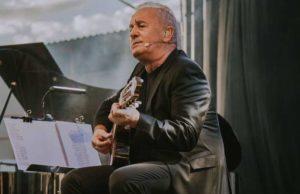 Víctor Manuel durante su actuación en festival Fictorium