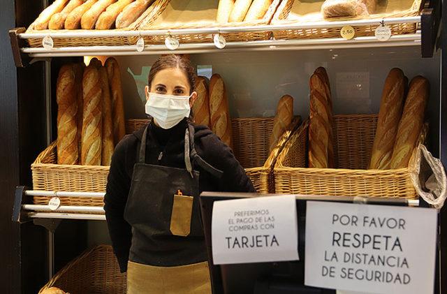 Almudena San Lorenzo en la cafetería Tres Delicias de Tudela